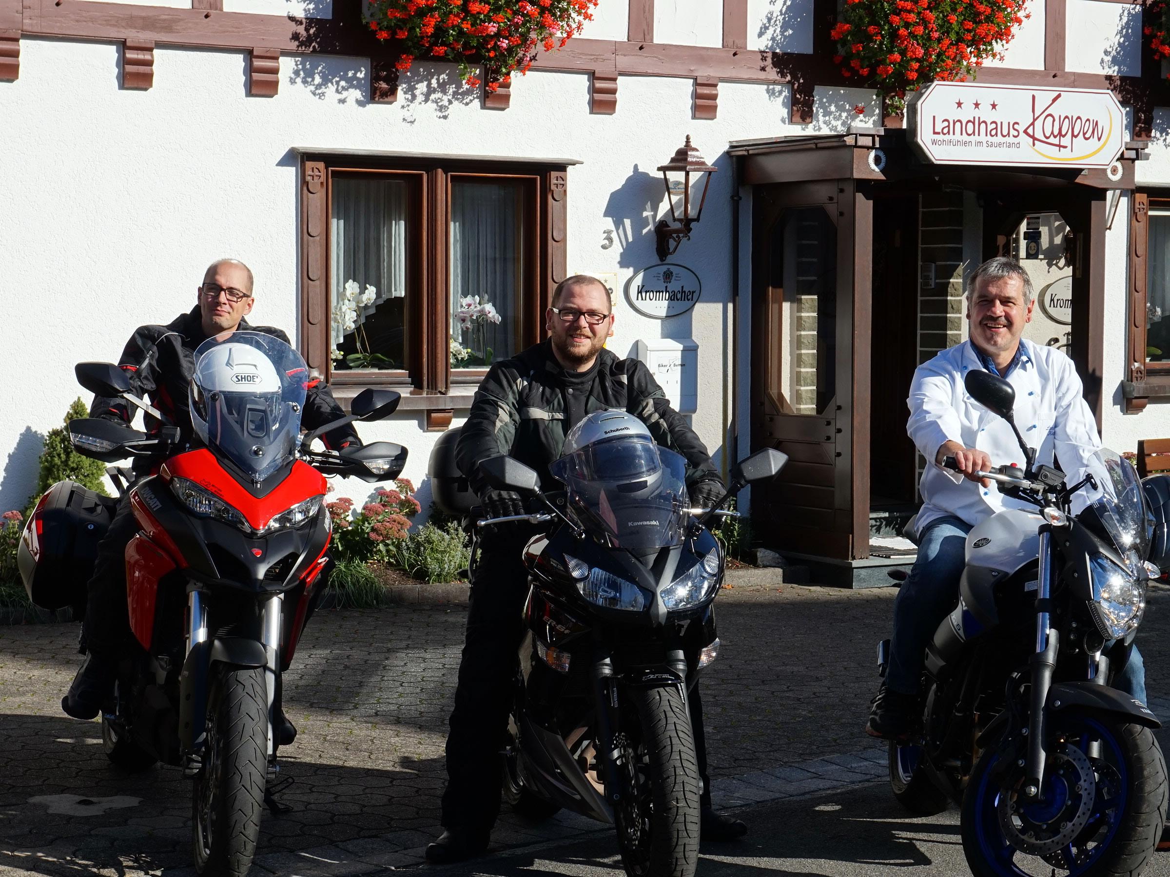 Wir sind selbst leidenschaftliche Motorradfahrer und geben Ihnen gerne Tips zu den schönsten Touren im Sauerland.